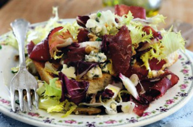 Gorgonzola and bresaola salad