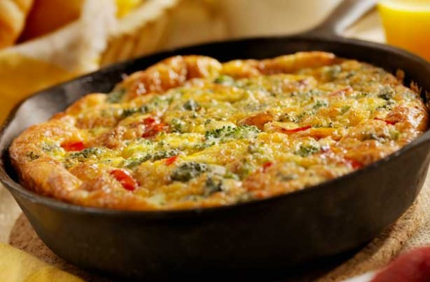 Broccoli, red pepper and cheese frittata