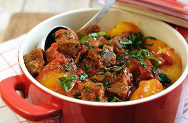 Rich tomatoey beef and potato pot recipe