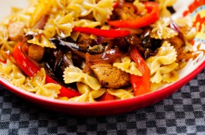 Chicken farfalle with sweet peppers and aubergine