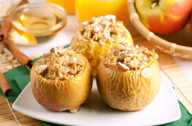 Baked apples with crumble topping