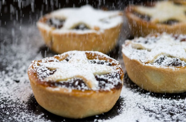 Orange and cranberry mince pies