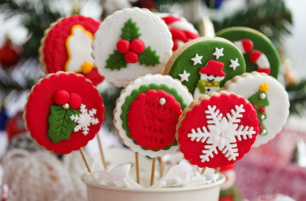Christmas biscuits recipes: Christmas cookies on sticks recipe