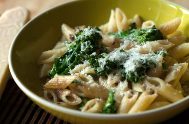 Penne with broccoli and anchovies