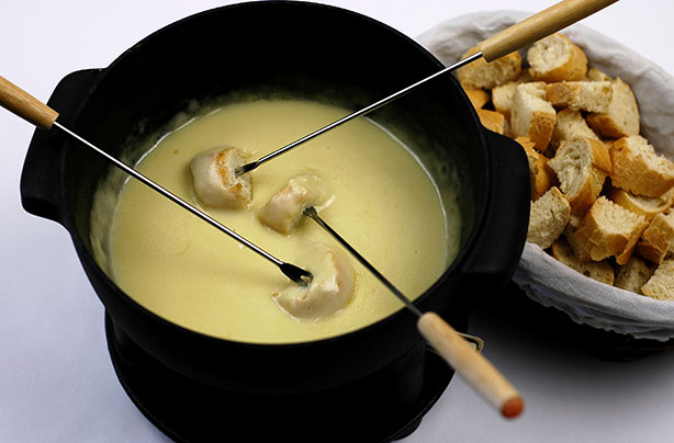 Cheddar and Cider Cheese Fondue recipe - goodtoknow | {Fondues 20}