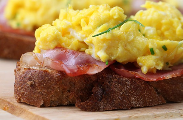 Cheesey Scrambled Eggs with Bacon