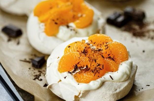 mandarin and chocolate meringues