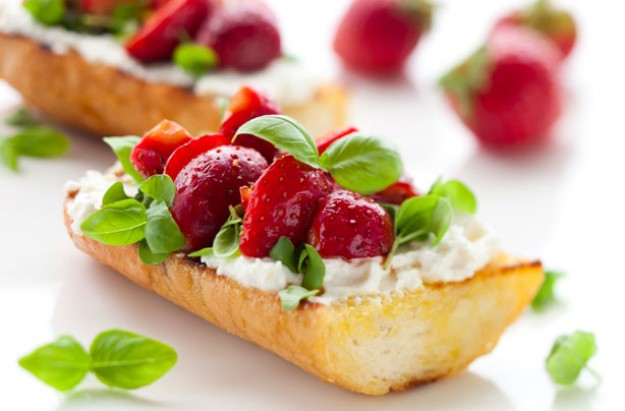 Strawberry and goat?s cheese bruschetta with a balsamic glaze