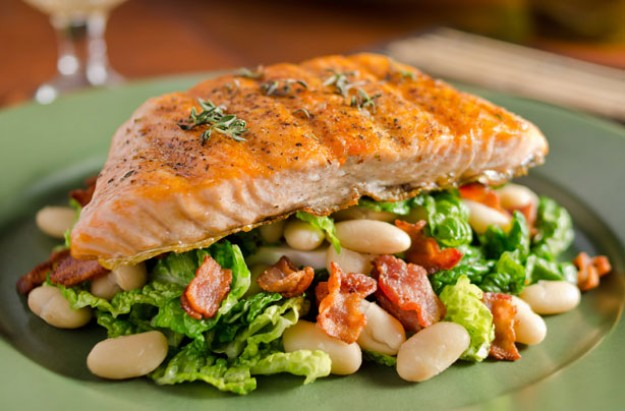 Grilled salmon with white beans and bacon