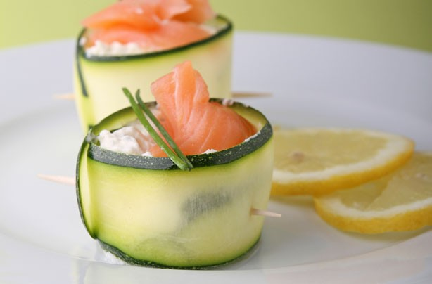 Courgette curls with salmon and cream cheese