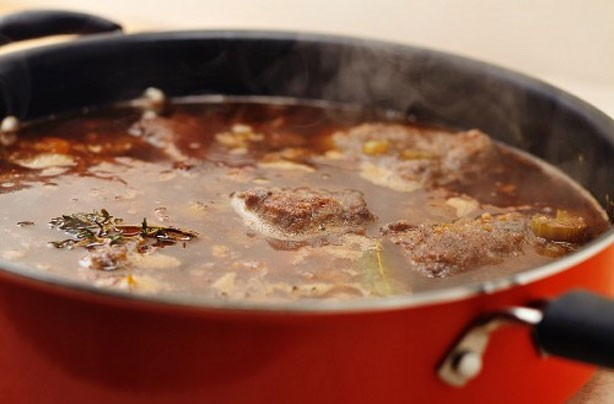 Mulled wine and beef casserole