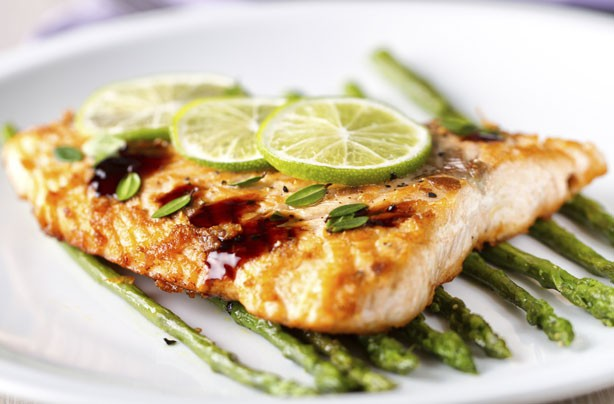 Roast salmon with lime and asparagus