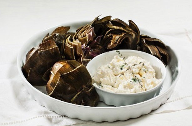 Steamed artichoke with garlic dip