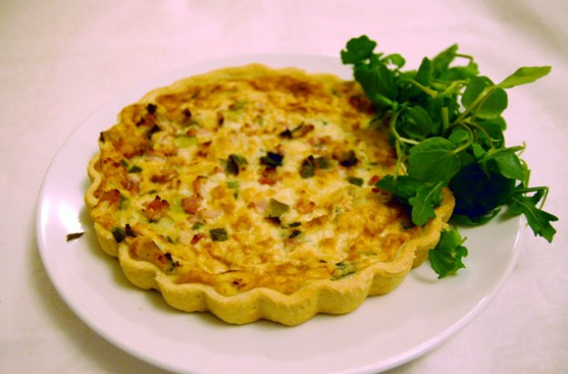 Emmental, ham and asparagus quiche