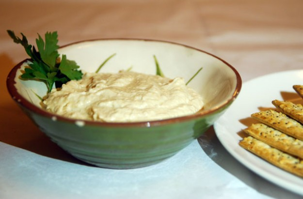 Spicy garlic cannellini bean dip