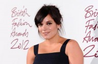 Lily Allen gives birth