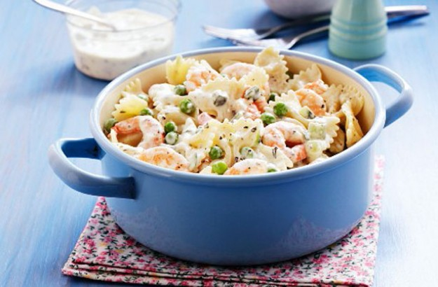 Farfelle with prawns and peas