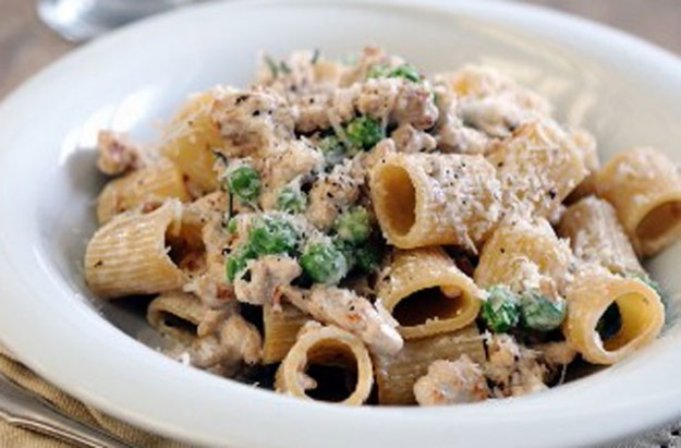Pasta with pork and peas