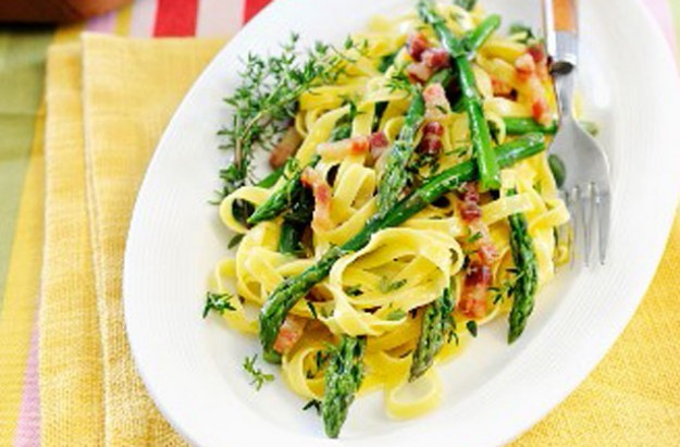 Tagliatelle with asparagus and pancetta