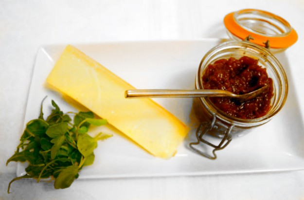 Fig, apple and apricot chutney