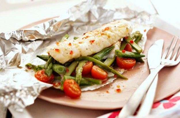 sweet chilli cod parcels recipe goodtoknow