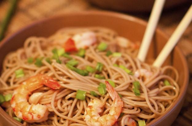 Prawn soba noodles