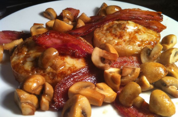 Cheesy Marmite crumpets with crispy bacon and glazed mushrooms