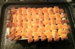 Chicken and mushroom lattice pie
