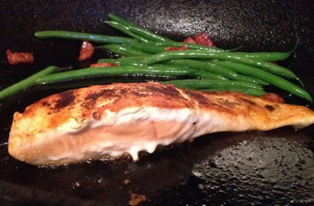 Pan-fried salmon with lemon and chilli crust