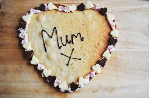 Mother's Day biscuits: giant cookie