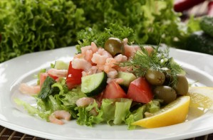 Prawn salad with lemon dressing