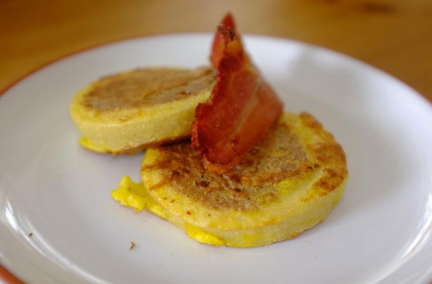 Eggy crumpets and maple bacon