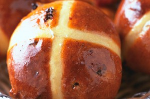 How to make hot cross buns