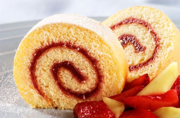 Swiss roll with raspberry jam