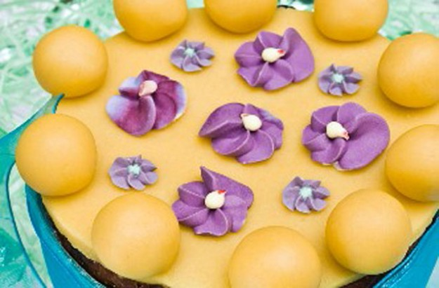 Easter fruit cake with violets