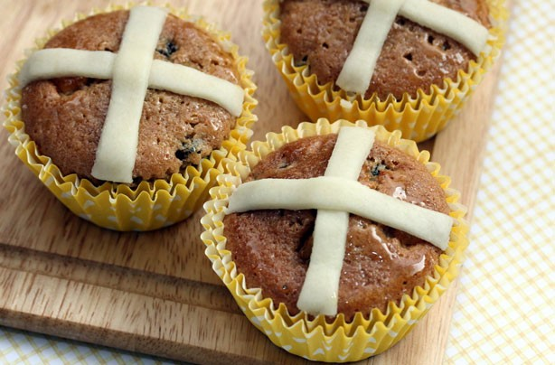 Hot cross bun cupcakes