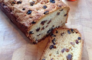 Honey and raisin loaf cake