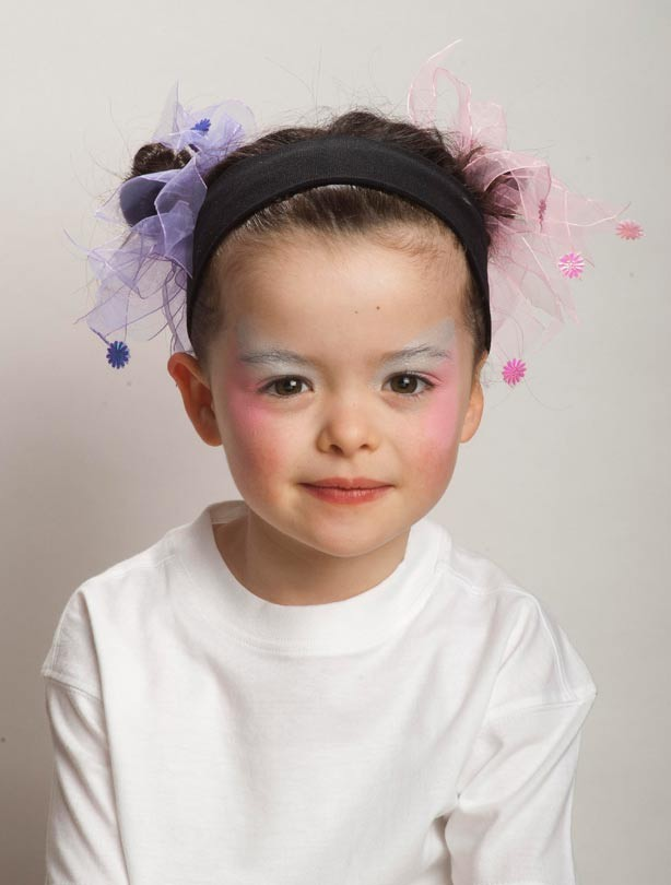 Butterfly face painting: step 1