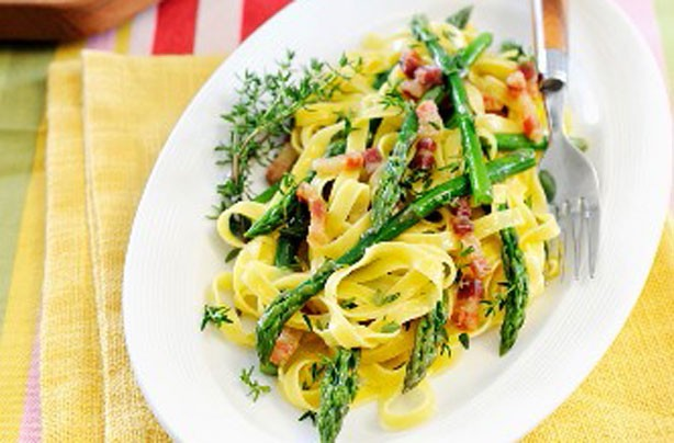 Tagliatelle with pancetta and asparagus