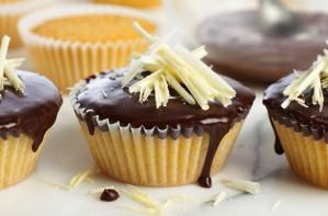 Chocolate and vanilla fairy cakes
