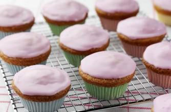 Raspberry fairy cakes