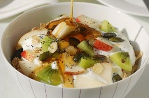 Bircher muesli with apple and kiwi fruit