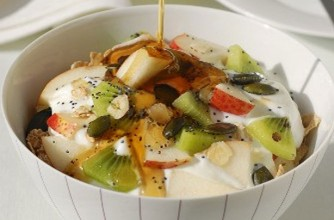 Bircher muesli with apple and kiwi fruit