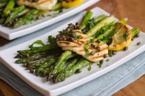 BBQ asparagus with halloumi