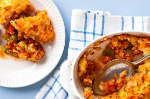 Calorie counting doesn't have to mean cutting back on taste. This turkey mince cottage pie is only 307 calories and is so easy to make.