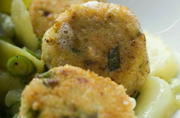 Smoked haddock fishcakes with capers and lemon