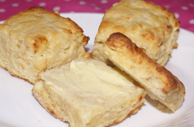 Cheese and sweet chilli sauce scones
