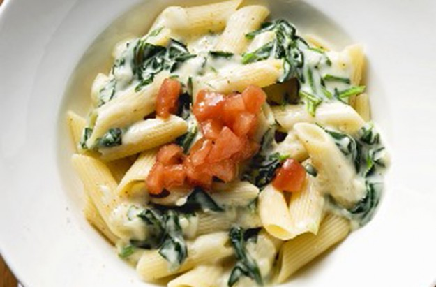 Penne pasta with spinach and cream