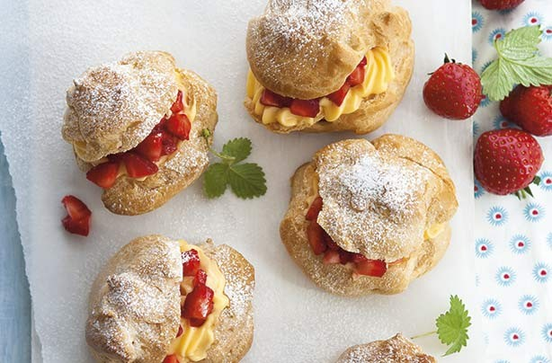 Strawberry buns with custard
