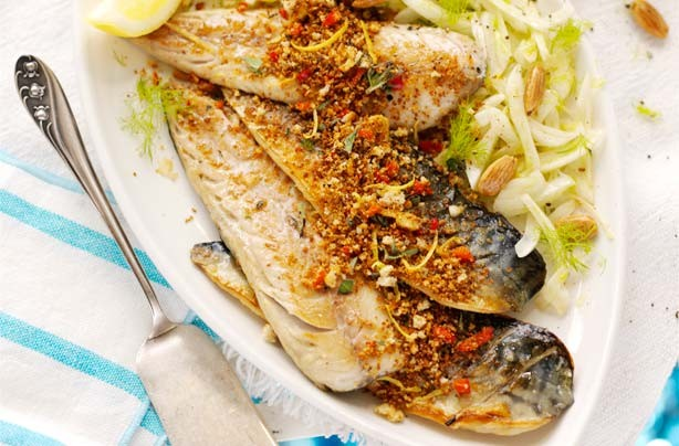Mackerel with crunchy crumbs and fennel